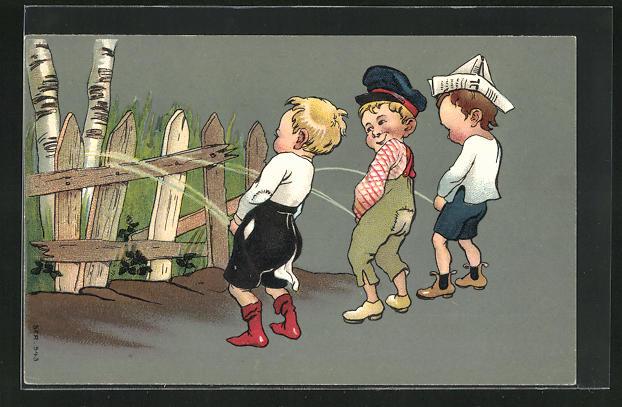 AK Lausbuben urinieren an Gartenzaun