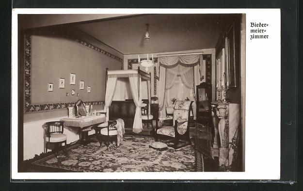 AK Biedermeier Zimmer mit Kamin, Tisch und Stühlen, Baldachin