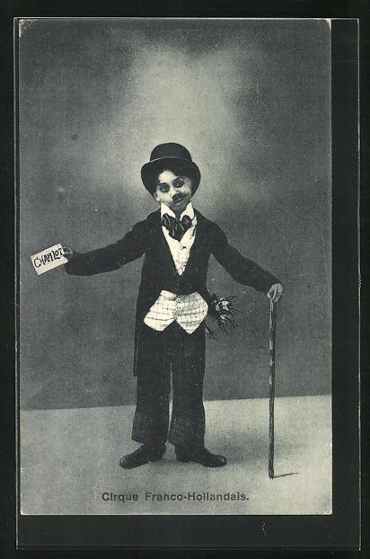 AK Zirkus, Junge als Charlie Chaplin verkleidet, Cirque Franco-Hollandais