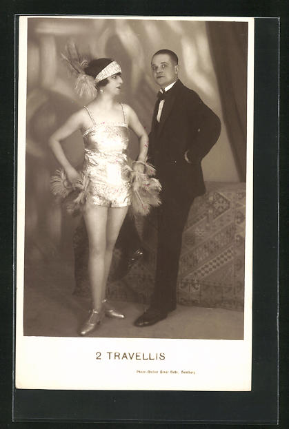 AK Artisten 2 Travellis, Dame in kurzem Kostüm und Herr in Anzug