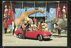 AK Zirkus Knie mit Giraffe und Elefant, Cabrio MG B GT mit Clown und Artisten