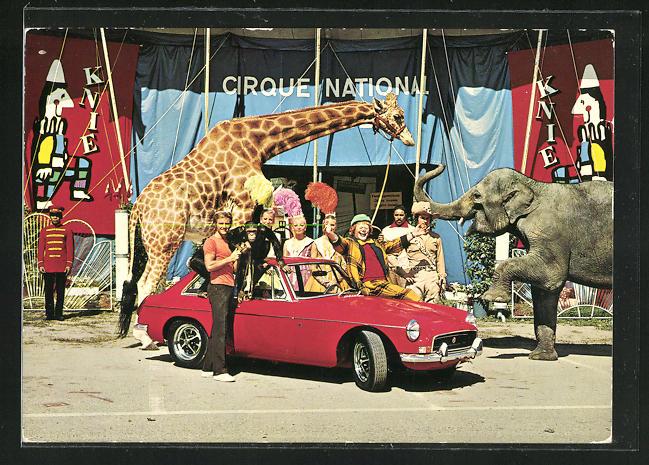 AK Cabrio MG B GT vor Zirkus Knie mit Clown und Artisten, Elefant und Giraffe
