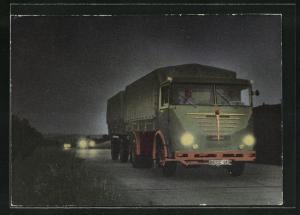 AK Fernfahrer auf der nächtlichen Strasse mit Lastkraftwagen unterwegs