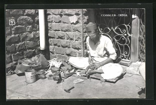 AK Indien, Schuhmacher bei der Arbeit auf der Strasse