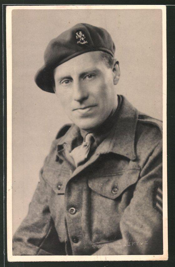 Fotografie Portrait Britischer Soldat in Uniform mit Barett