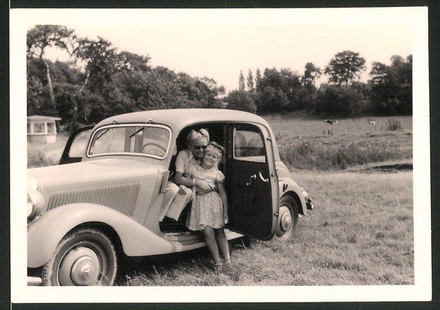 Fotografie Auto Mercedes Benz, Mutter & Tochter im PKW