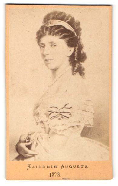 Fotografie Portrait Kaiserin Augusta in schulterfreiem Kleid