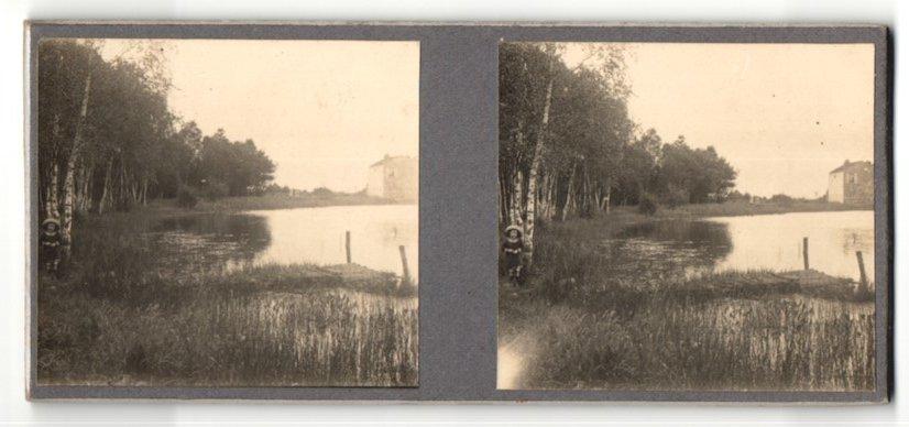 Stereo-Fotografie Fotograf unbekannt, Ansicht Triel-sur-Seine, Mädchen am Ufer neben Birke stehend