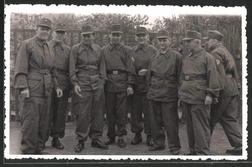 Fotografie DDR, NVA-Kampfgruppe in Uniform