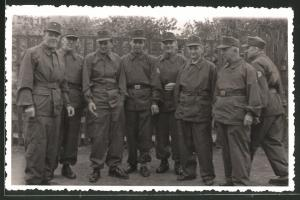 Fotografie DDR, NVA-Kampfgruppe in Uniform