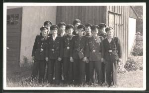 Fotografie KVP-Polizei, Kasernierte Volkspolizei der DDR, Kameraden in Uniform