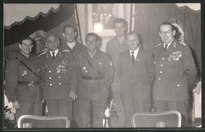 Fotografie NVA, General in Uniform mit vielen Orden & Abzeichen