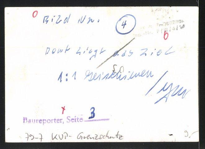 Fotografie KVP-Grenzschutz, Kasernierte Volkspolizei, Kameraden auf Patrouille 1