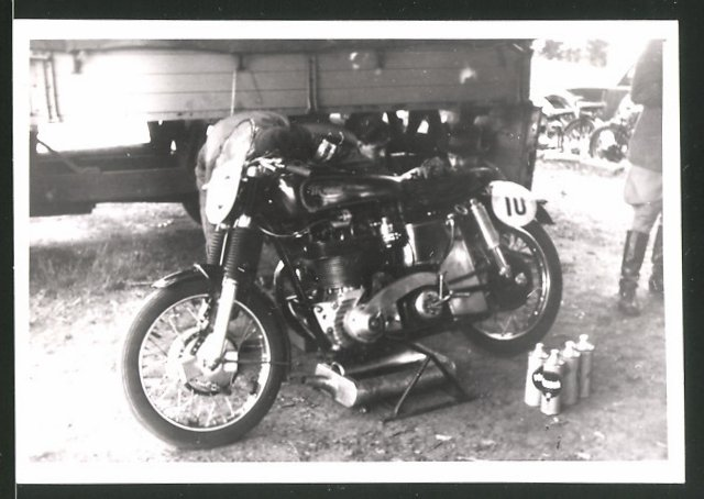 Fotografie Motorrad-Rennen Hercules-Bergpreis-Kassel, Motorrad mit Startnummer 10