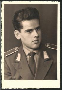 Fotografie NVA, junger Soldat der DDR in Uniform