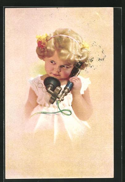AK Kleines blondes Mädchen hat einen Telefonhörer in der Hand