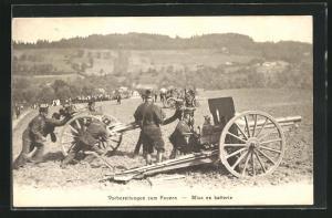 AK Schweizer Soldaten treffen Vorbereitungen zum Feuern