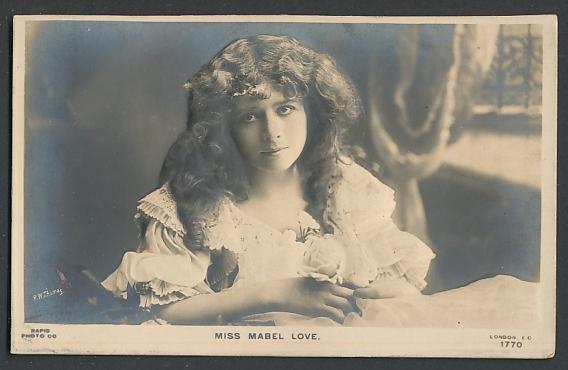 Relief-AK Miss Mabel Love, Portrait mit Rose
