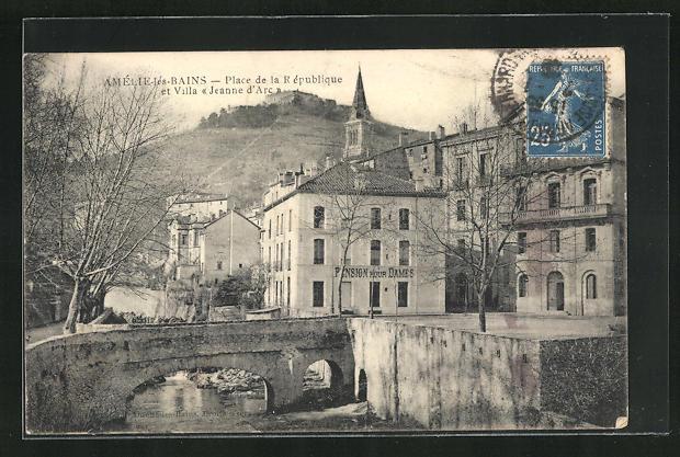 AK Amelie-les-Bains, Place de la Republique et Villa Jeanne d'Arc