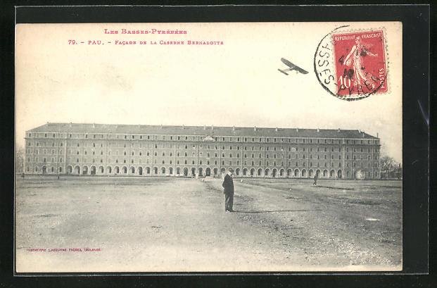 AK Pau, Facade de la Caserne Bernadotte