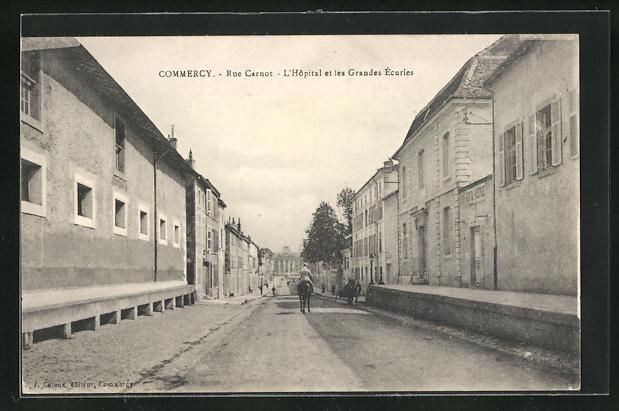 AK Commercy, Rue Carnot, L`Hopital et les Grandes Ecuries