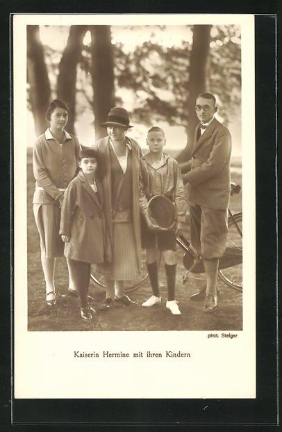 AK Kaiserin Hermine mit ihren Kindern