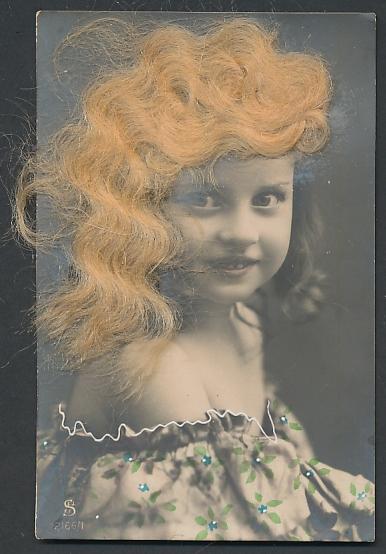 Echt-Haar-AK Süsses Mädchen mit blondgewelltem Haar