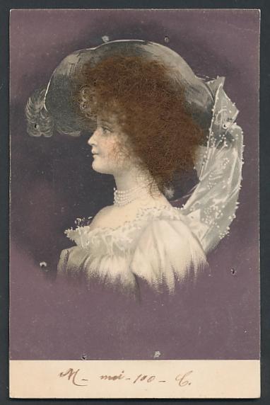 Echt-Haar-AK Elegante Dame mit krausem braunem Haar und Hut