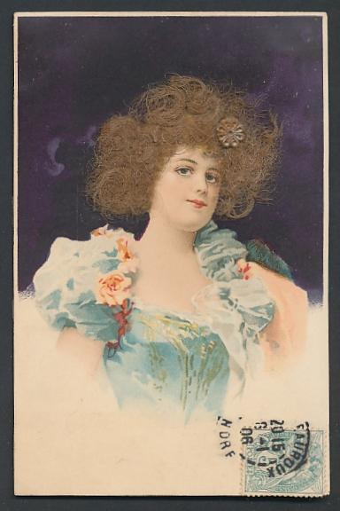 Echt-Haar-AK Schöne junge Frau mit braunen Locken und Kleid mit Puffärmeln