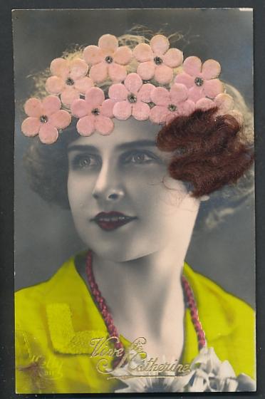 Echt-Haar-AK Vive Ste. Catherine, Schöne Brünette mit Blumen im Haar