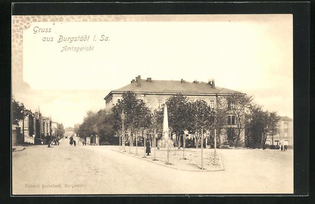 AK Burgstädt / Sa., Strassenpartie am Amtsgericht & Kriegerdenkmal 0