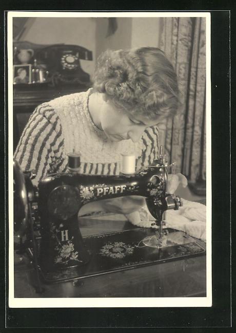 AK Frau an der Pfaff-Nähmaschine