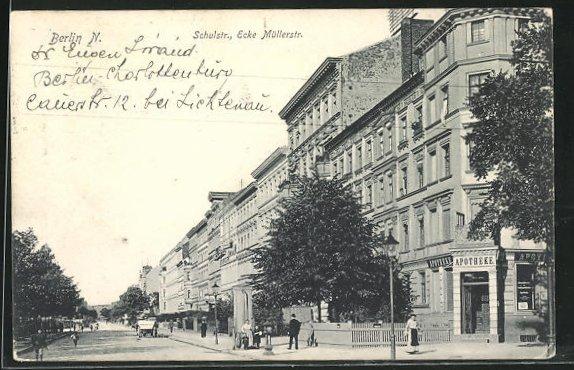 AK Berlin-Wedding, Schulstrasse Ecke Müllerstrasse mit Apotheke