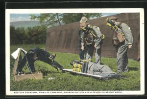 AK Feuerwehrmänner bei einer Übung mit Sauerstoffmasken