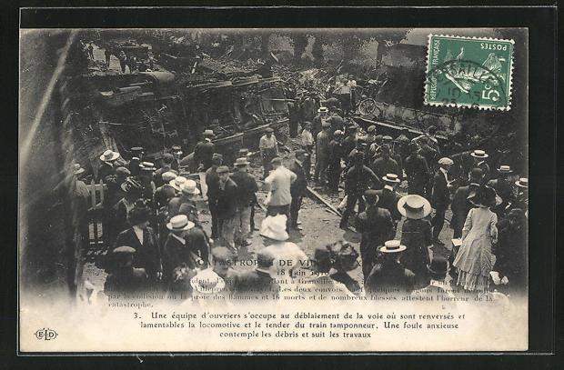 AK Villepreux-les-Clayes, Eisenbahnkatastrophe 1910, Schaulustige an der Unfallstelle