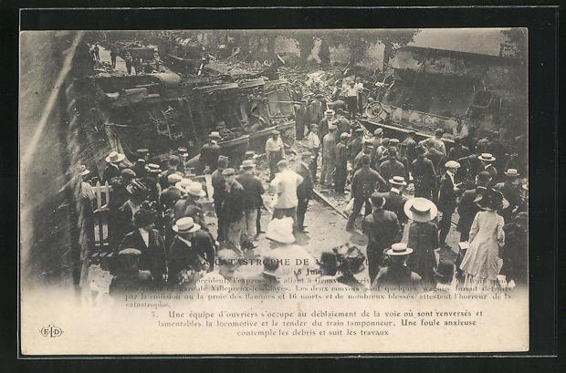 AK Villepreux-les-Clayes, Eisenbahnkatastrophe 1910, Schaulustige an der Unglücksstelle