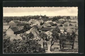 AK Apenburg / Altmark, Ortsansicht mit Häuser und Blick auf Kirche
