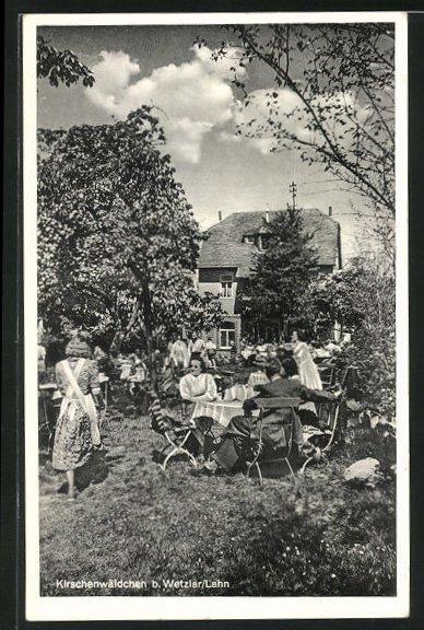 AK Nauborn / Lahn, Gasthaus Kirschenwäldchen, Gartenansicht