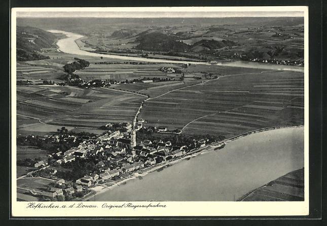 AK Hofkirchen a. d. Donau, Totalansicht mit Fluss, Kirche, Häuser, Felder, Fliegeraufnahme