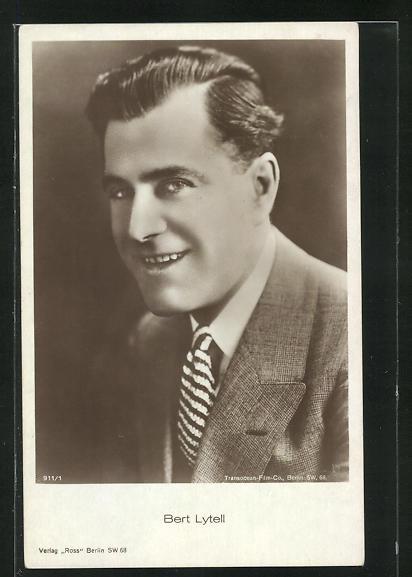 AK Schauspieler Bert Lytell im Anzug in die Kamera lächelnd