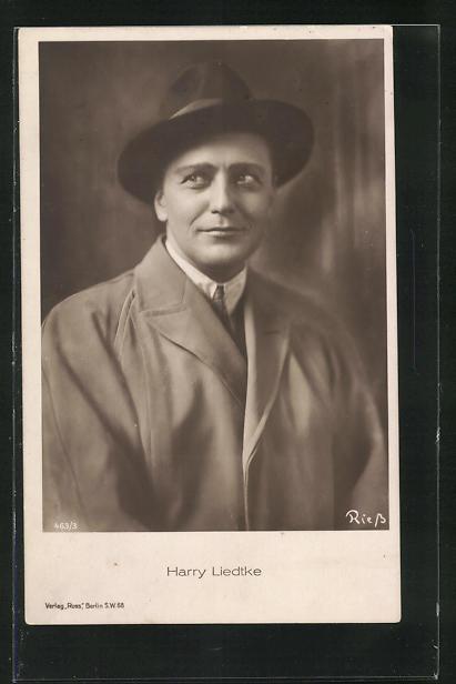 AK Schauspieler Harry Liedtke im Mantel mit Hut seitlich schauend