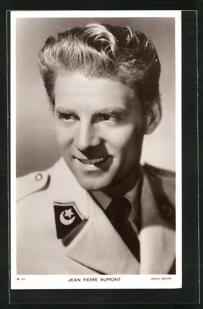 AK Schauspieler Jean Pierre Aumont im Kostüm einer Filmrolle