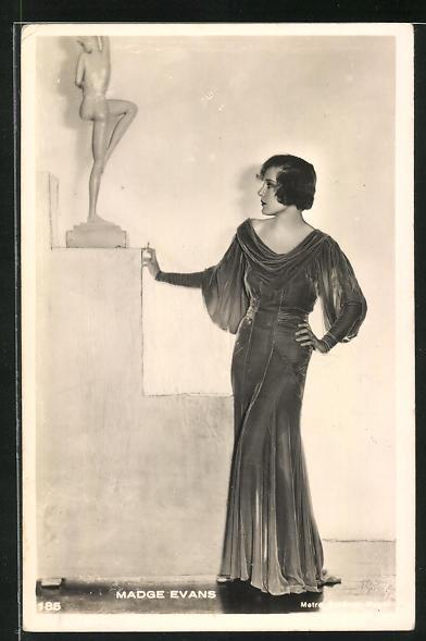 AK Schauspielerin Madge Evans im Kostüm einer Filmrolle