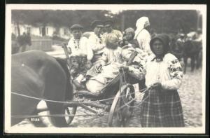 AK Russische Flüchtlinge mit ihrem Pferdefuhrwerk vor der Abfahrt, Wolhynische Flüchtlinge