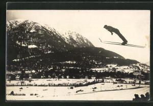 AK Skispringer vor Bergpanorama