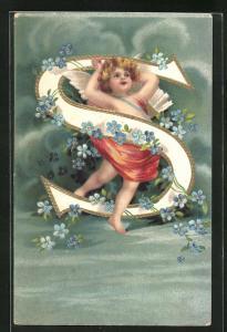 Präge-AK Buchstabe S, Engel mit Pfeilköcher mit blauen Blumen