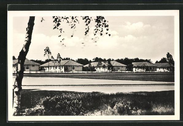 AK Dallgow-Döberitz, Olympisches Dorf, Wohnhäuser am Sportplatz