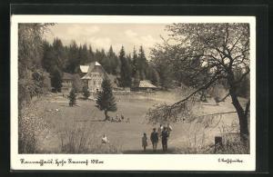 AK Rannachhaus, Besucher vor der Berghütte