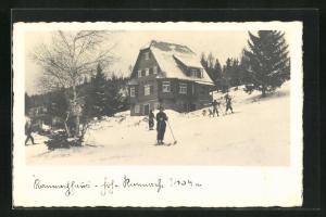 AK Rannachhaus, Skifahrer vor der Berghütte