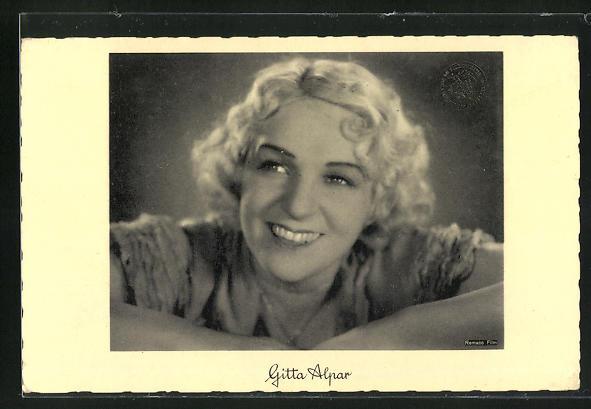 AK Schauspielerin Gitta Alpar lachend